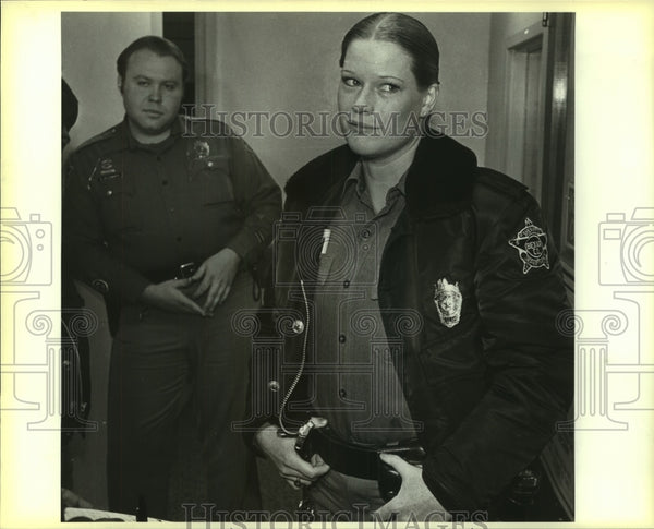 1985 Press Photo Sheriff's deputy Laura Bailey at a press conference - saa01287 - Historic Images