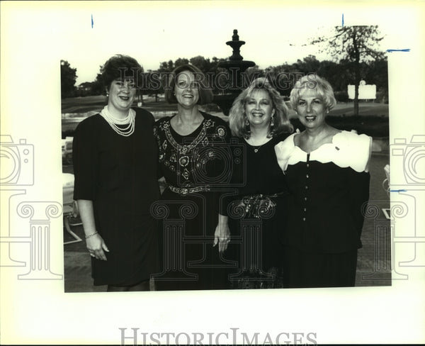 1992 Press Photo High Risk Infant Program Gala-goers at Dominion Country Club - Historic Images