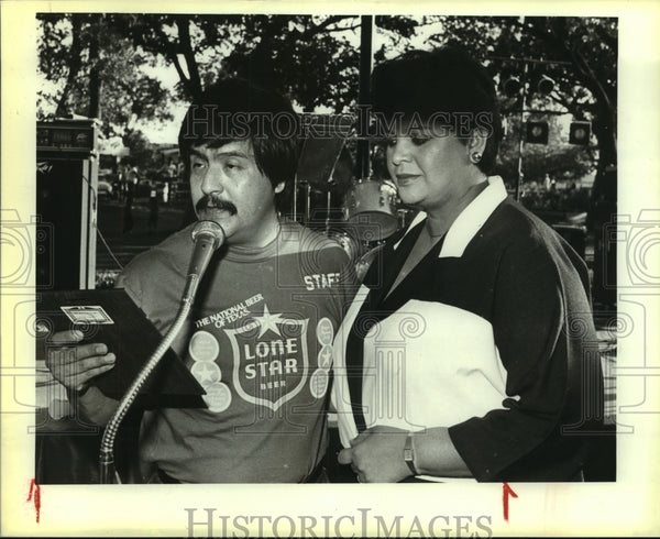 1984 Press Photo Oscar Moran and Yolanda Arellano during Hispanic Heritage week - Historic Images
