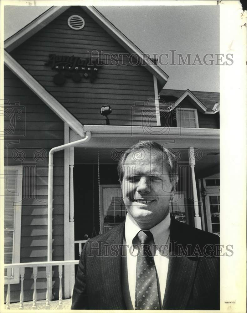 1986 Press Photo Aunt Julie's Development vice president Gene Barton - saa01454 - Historic Images