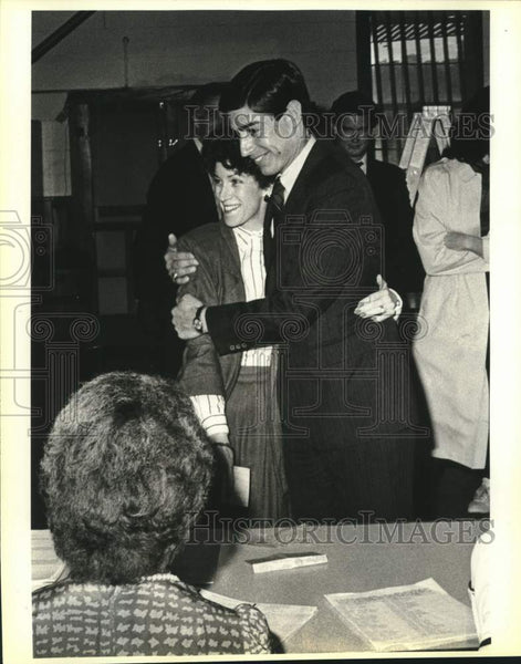 1986 Press Photo Judge Roy Barrera Jr. and his wife at their polling place - Historic Images