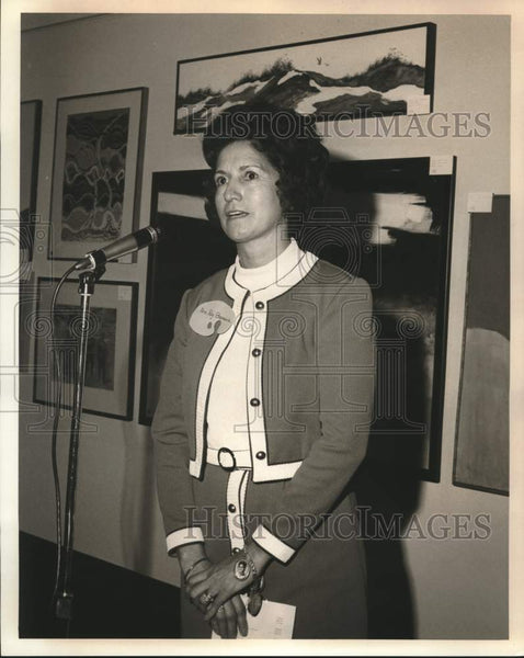 Press Photo Mrs. Roy Barrera thanks Contemporary Artists Group members - Historic Images