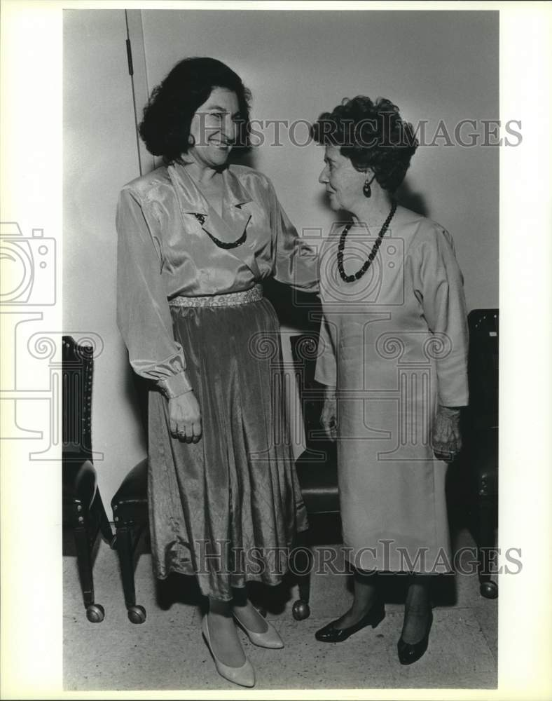 1990 Press Photo Melba Telamantes and Alicia Barrera at Feast of the Three Kings - Historic Images