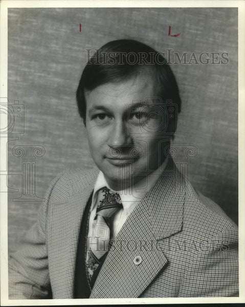 1975 Press Photo Frost National Bank assistant vice president Robert T. Bordelon - Historic Images