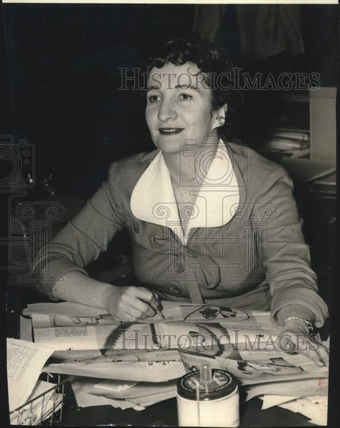 Press Photo Women's editor Jeanne Barnes - saa01602 - Historic Images