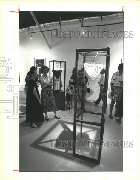 1992 Press Photo Artist Laura Anderson at her show at Milagros Contemporary Art - Historic Images