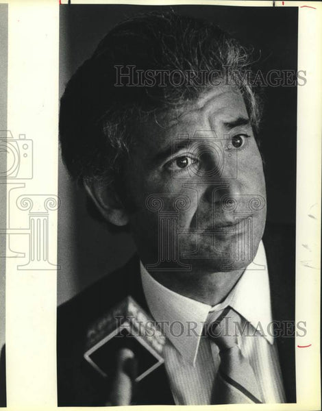 1986 Press Photo Ernesto Ancira at a heart transplant conference, Medreal Center - Historic Images