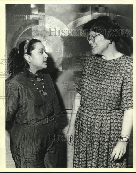 1990 Press Photo Olga Garza and Kathy Bailey, Guadalupe Arts Center party - Historic Images