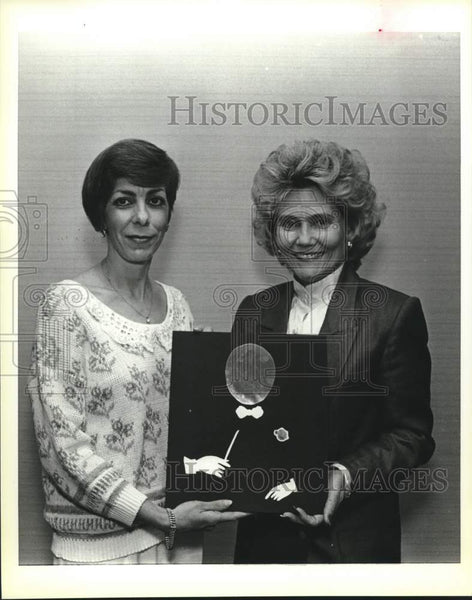 1988 Press Photo Carolyn Dangerfield, Rose Marie Banack, Symphony League - Historic Images