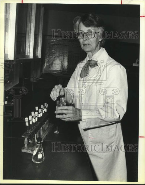 1985 Press Photo Dr. Isabel Ball, Sister of Congregation of Divine Providence - Historic Images