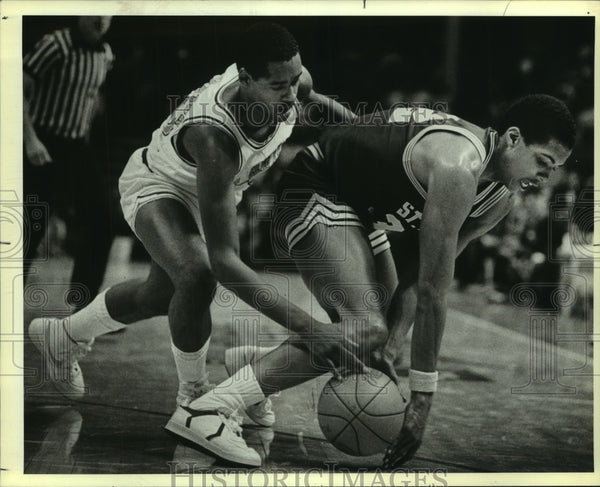 1985 Press Photo San Antonio and St. Mary's College Basketball Players at Game - Historic Images