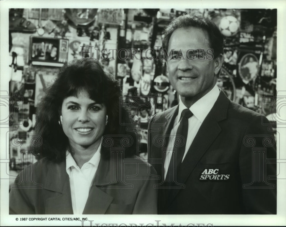 1987 Press Photo Becky Dixon and Frank Gifford, Wide World of Sports Anchors - Historic Images