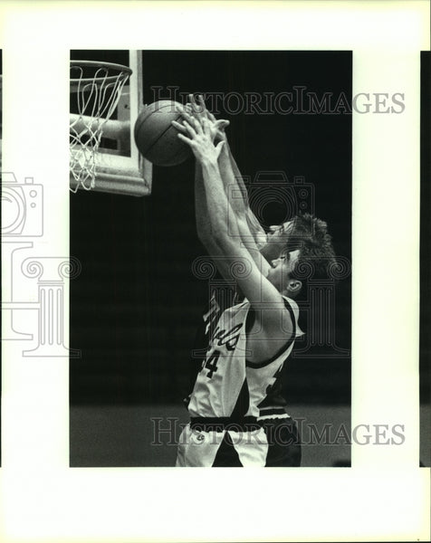 1991 Press Photo Highlands and Alamo Heights play boys high school basketball - Historic Images