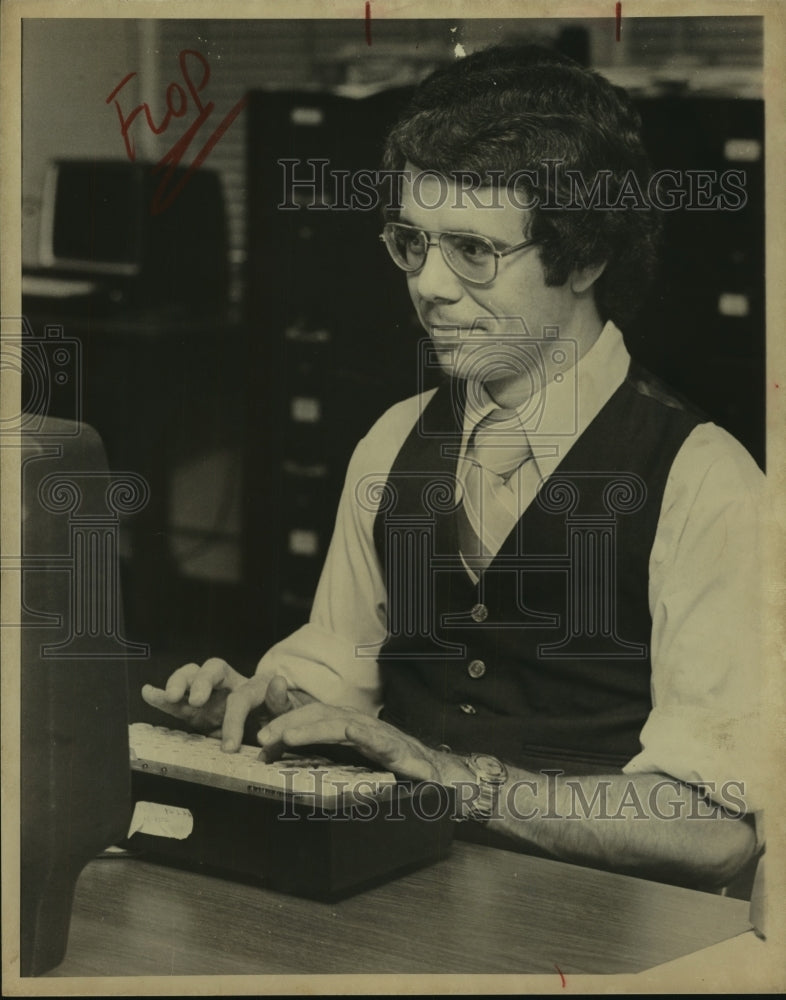 1978 Press Photo Jim Hutton, Assistant Sports News Editor - sas11349 - Historic Images
