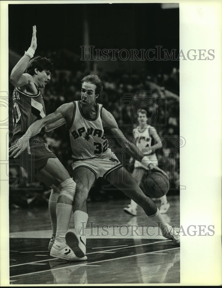 1985 Press Photo Marc Iavaroni, San Antonio Spurs Basketball Player at Game - Historic Images