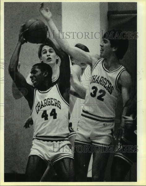 Press Photo Chargers high school basketball players in action - sas12087 - Historic Images