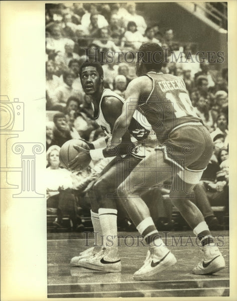 1982 Press Photo Johnny Moore, San Antonio Spurs Basketball Player at Game - Historic Images
