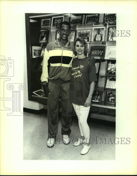 1992 Press Photo Johnny Moore, Basektball Player at Mental Health Event - Historic Images