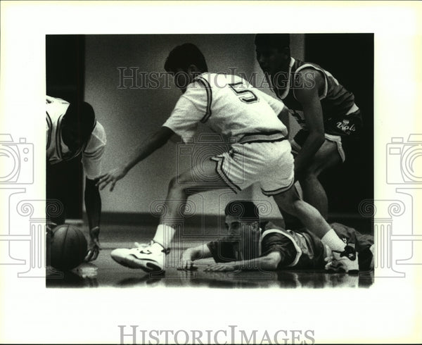 1993 Press Photo Highlands and Lee High School Basketball Players at Game - Historic Images