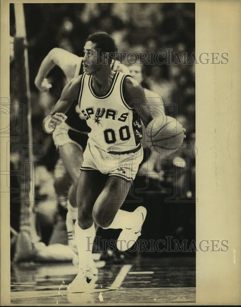 1981 Press Photo Johnny Moore, Spurs Basketball Player - sas13656 - Historic Images
