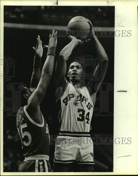 1984 Press Photo San Antonio Spurs and Golden State Warriors play basketball - Historic Images
