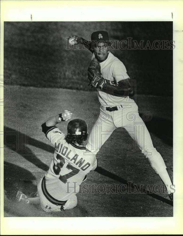1988 Press Photo San Antonio Missions and Midland Angels play pro baseball - Historic Images