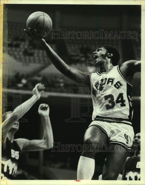 1983 Press Photo San Antonio Spurs and Denver Nuggets play NBA basketball - Historic Images
