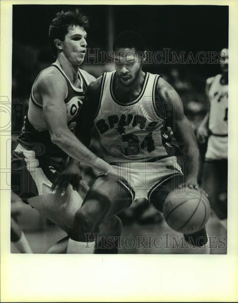 1986 Press Photo San Antonio Spurs and Seattle SuperSonics play NBA basketball - Historic Images