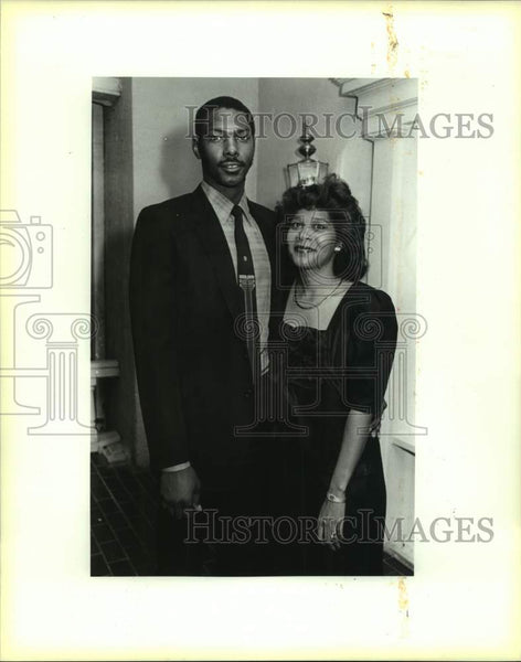 1987 Press Photo San Antonio Spurs basketball player Mike Mitchell & wife Diana - Historic Images