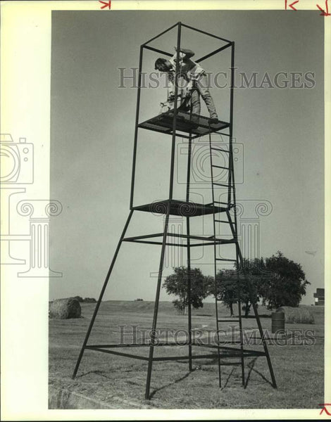 1988 Press Photo Jim Cook in a National Gun Club skeet tower - sas15257 - Historic Images