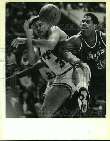 1988 Press Photo San Antonio Spurs and Los Angeles Clippers play NBA basketball - Historic Images