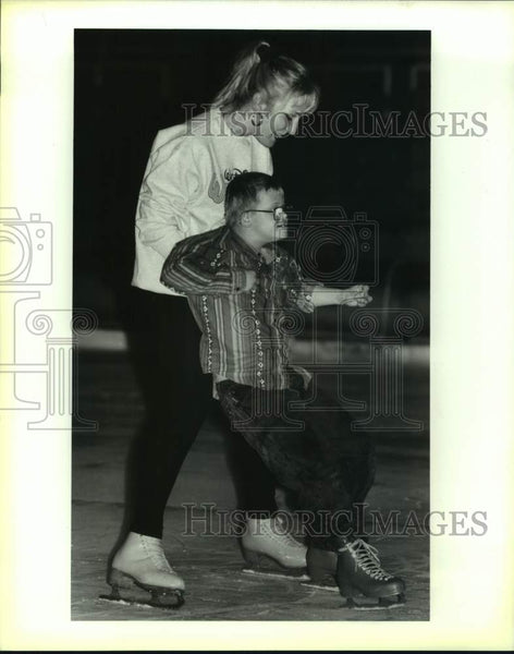 1994 Press Photo Pro ice skater Alison Lindsey with Special Olympian James Galik - Historic Images