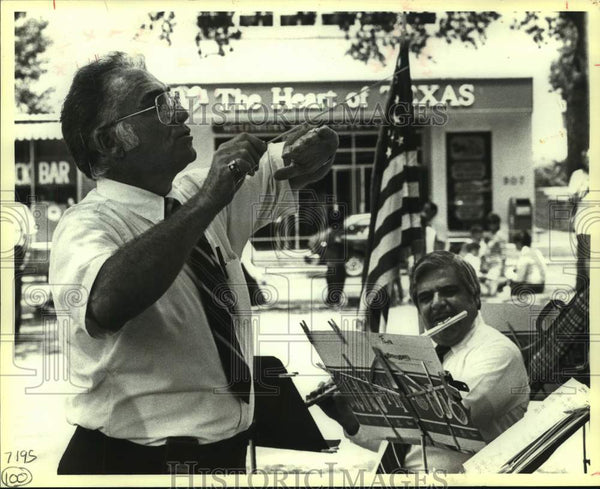1994 Press Photo Alamo Plaza brown bag days band, Al Sturchio and Paul Elizando - Historic Images