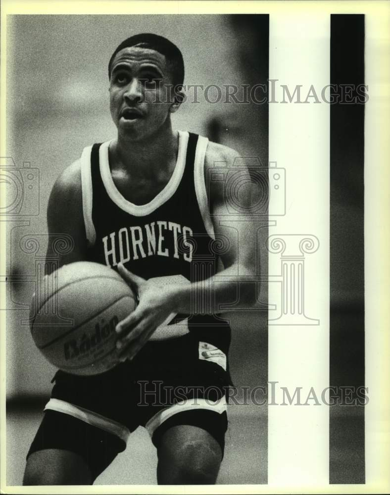 1988 Press Photo East Central High basketball player Tony Terrell at foul line - Historic Images