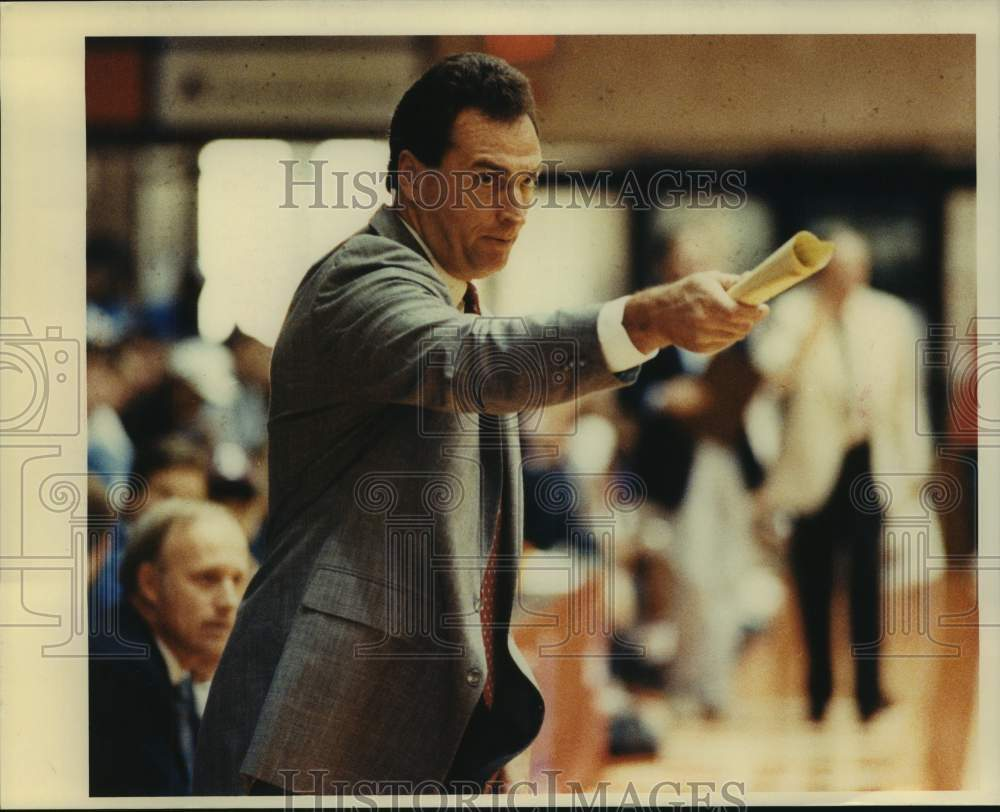 Press Photo A basketball coach in action - sas15864 - Historic Images