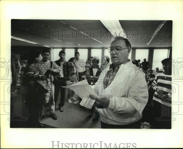 1988 Press Photo Band director Al Sturchio with Cotton Bowl band members - Historic Images