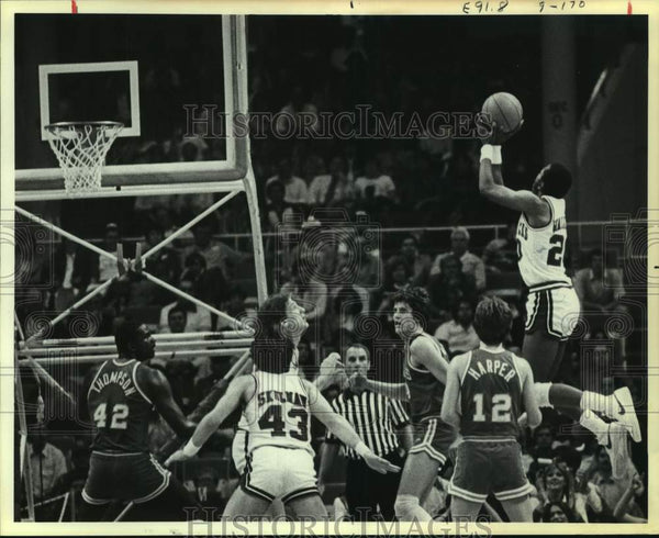 1981 Press Photo Southwest Conference college basketball players in action - Historic Images