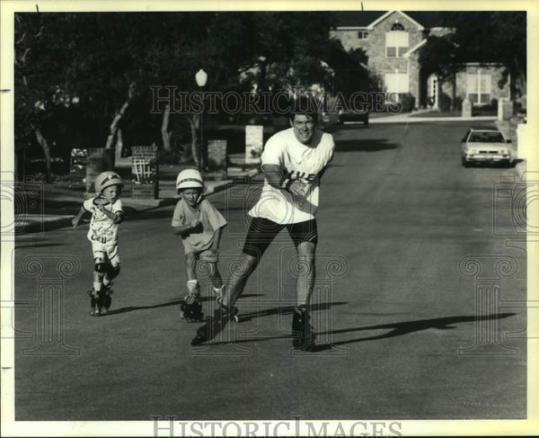 1994 Press Photo Inline skaters on a neighborhood street - sas15939 - Historic Images