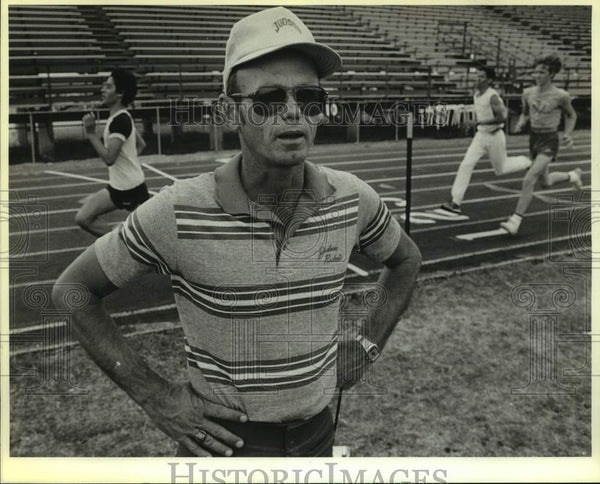 1986 Press Photo Judson High track and field coach Jerry Trees - sas15978 - Historic Images