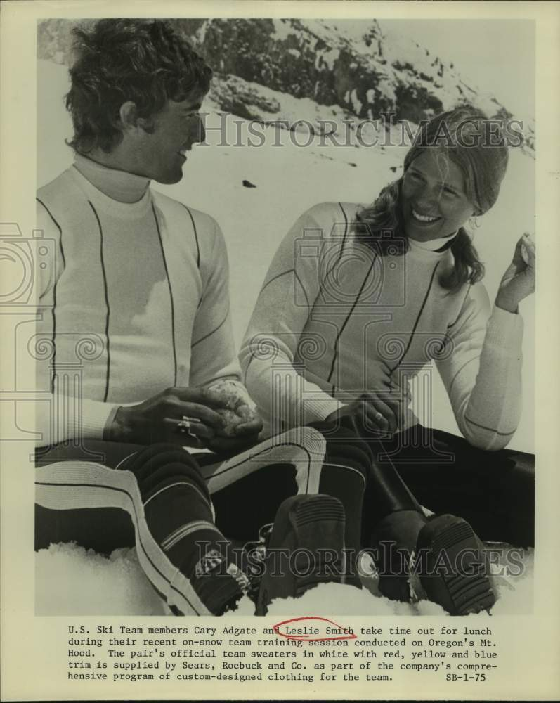 1975 Press Photo United States Ski Team members Cary Adgate and Leslie Smith - Historic Images