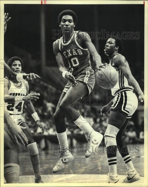 1980 Press Photo Texas and Arkansas play college basketball - sas16122 - Historic Images