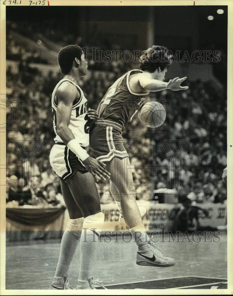 1981 Press Photo Baylor and Texas play men's college basketball - sas16129 - Historic Images