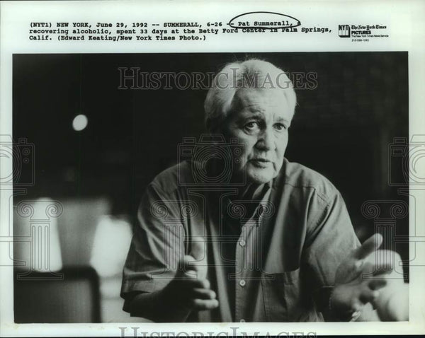 1992 Press Photo Sportscaster and recovering alcoholic Pat Summerall - Historic Images