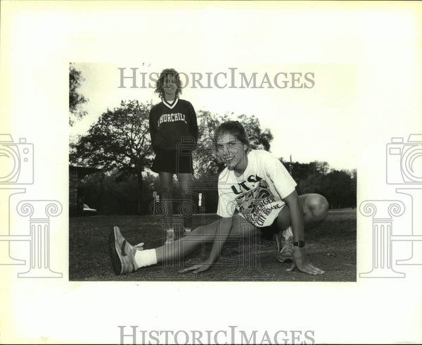 1993 Press Photo Churchill cross-country coach Carol Thronson and Traci Clark - Historic Images