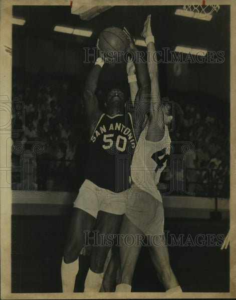 1979 Press Photo San Antonio basketball player Charlest Thompson, Jeff Cummings - Historic Images