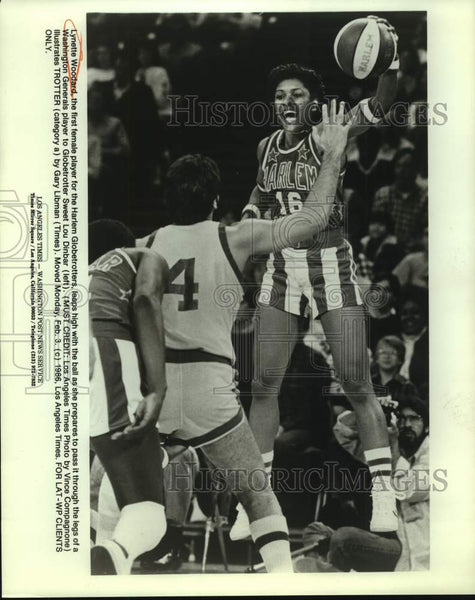 1986 Press Photo Harlem Globetrotters basketball player Lynette Woodard - Historic Images