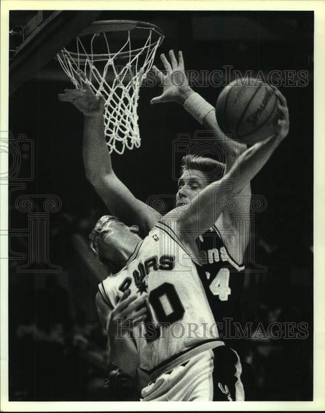 1992 Press Photo San Antonio Spurs and Indiana Pacers play NBA basketball - Historic Images