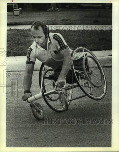 1983 Press Photo Wheelchair athlete Richard Thomas in action - sas16628 - Historic Images