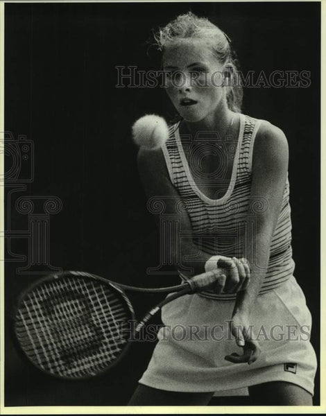 1986 Press Photo Tennis player Holly Ann Lloyd, USTA Interscholastic match - Historic Images