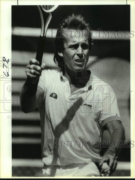 1989 Press Photo Tennis player John Lloyd during Dominion finals - sas16744 - Historic Images